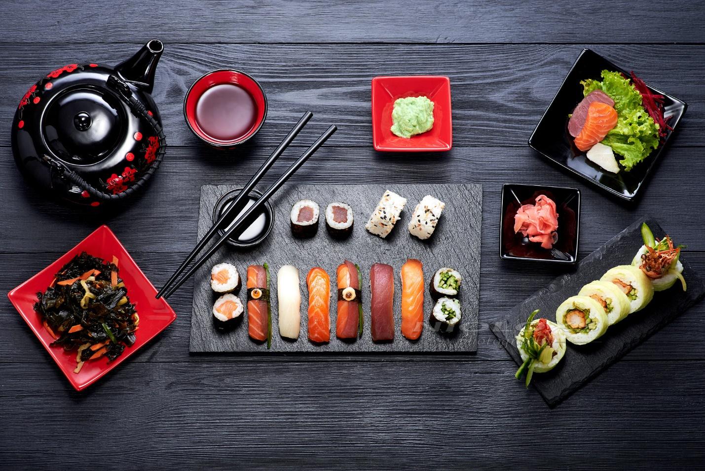 Напитки к суши и роллам. Какие алкогольные и безалкогольные напитки идеально сочетаются с японской кухней.