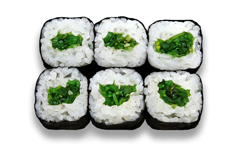 Вегетарианские роллы с водорослями чука