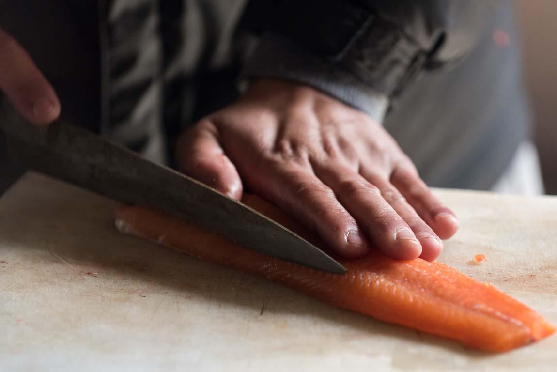 Как правильно пользоваться филейным ножом для рыбы