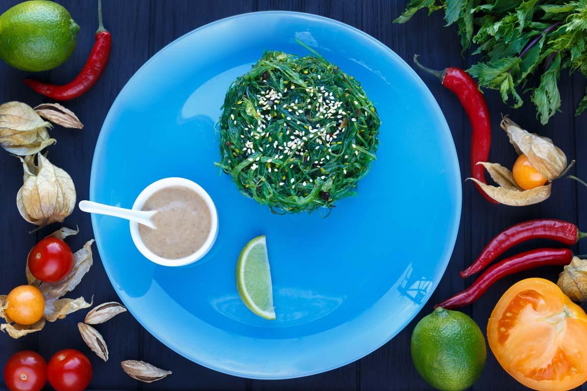 Японский салат из морских водорослей